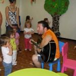 Activité musique avec Wilfried le guitariste
