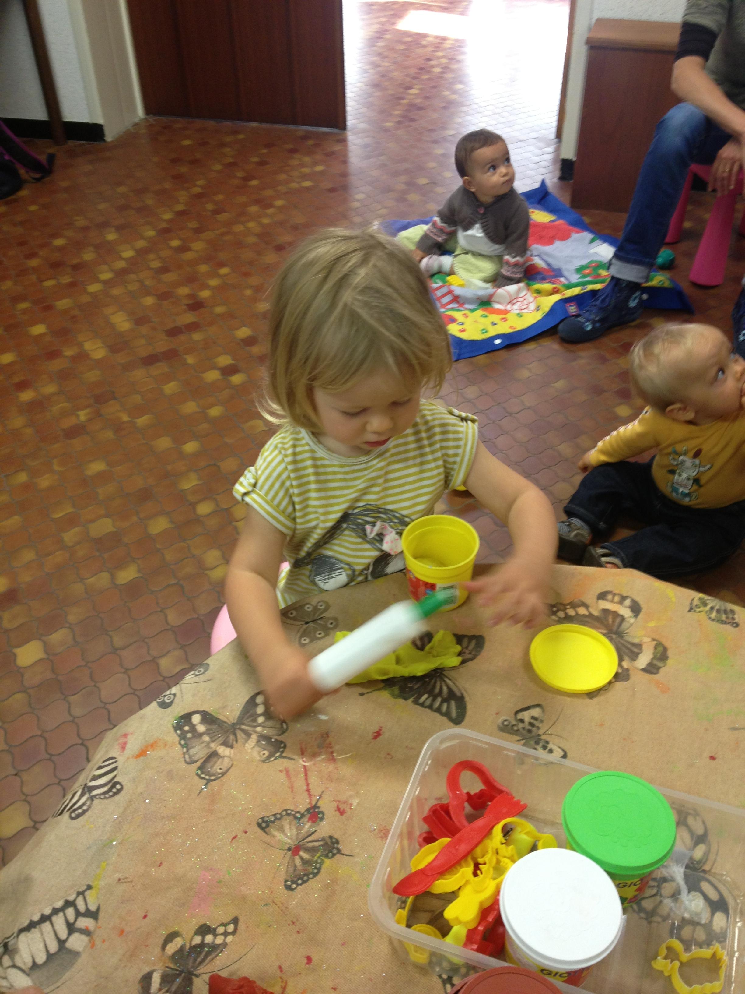 Les petits bambins activit p te modeler - Activite manuelle jardinage ...