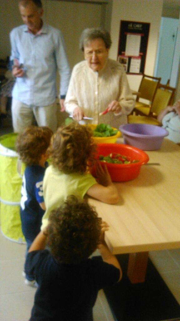 Les petits bambins activit jardinage la maison de retraite st joseph - Activite a la maison ...