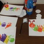 Fabrication d'une petite chenille avec les mains des enfants